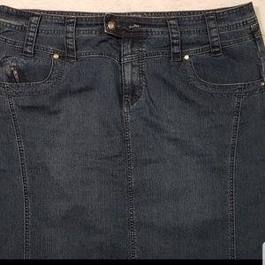 5/$20 Avenue  Dark Denim Stretch Skirt size 18